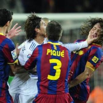 El Real Madrid cede el liderato al Barcelona. Barcelona (5) - Real Madrid (0)