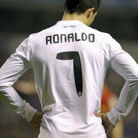 Cuando el balon no quiere entrar, se pierde dos puntos sobre la hierba. Deportivo (0) - Real Madrid (0)