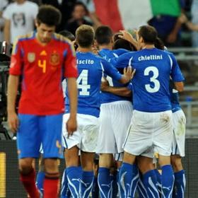 Italia lava su imagen ganando un amistoso a la Roja. Italia (2) - España (1).